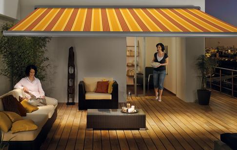 Terrassmarkis Markilux 1550 med intregrerad värmare och belysning